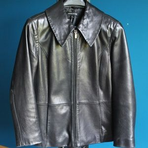 Lamb skin leather coat with removable fur collar
